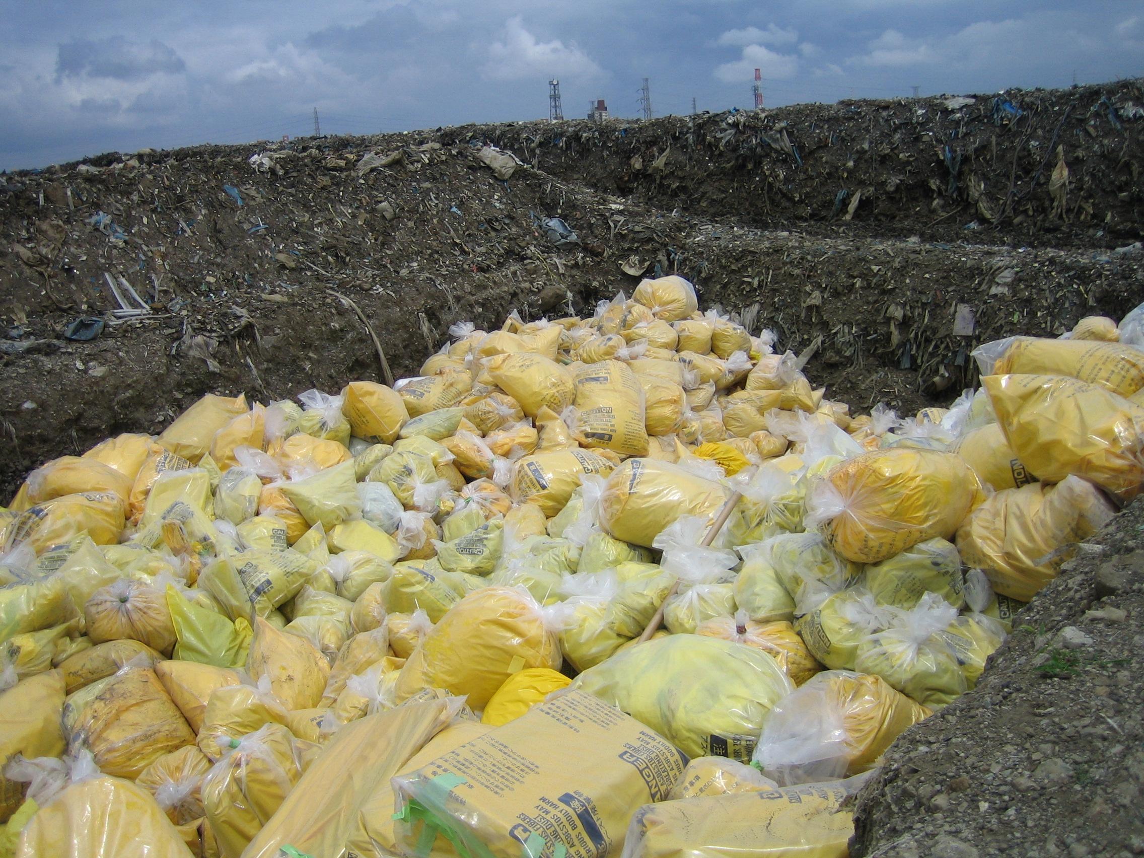 廃石綿またはアスベスト含有廃棄物を適正に処分いたします。機械の内部に使用されているアスベスト含有使用機械機器もお任せください1