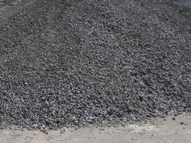 アスコンがれき類はアスファルトがら、コンクリートがら、レンガ、石綿含有がれき等があります1