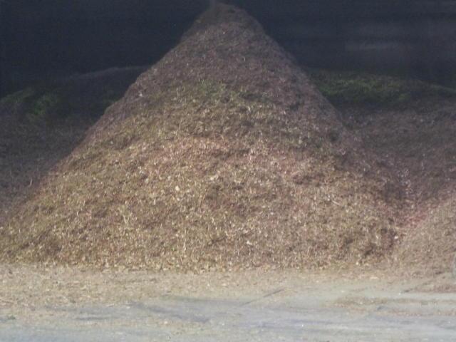 産業廃棄物や産廃の木パレットを破砕処理しチップとしてリサイクル・再使用します。木くずの処分はお任せください3