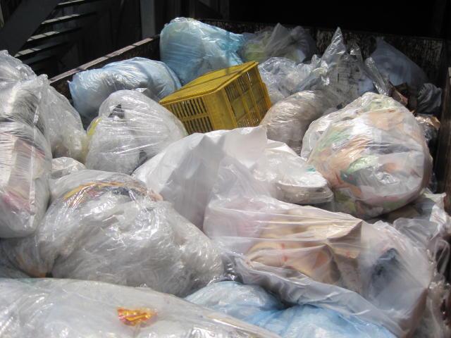 固形燃料の原料である廃プラスチック類を無料処分もしくは安く買取いたします1