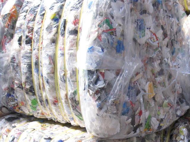 固形燃料の原料である廃プラスチック類を無料処分もしくは安く買取いたします。