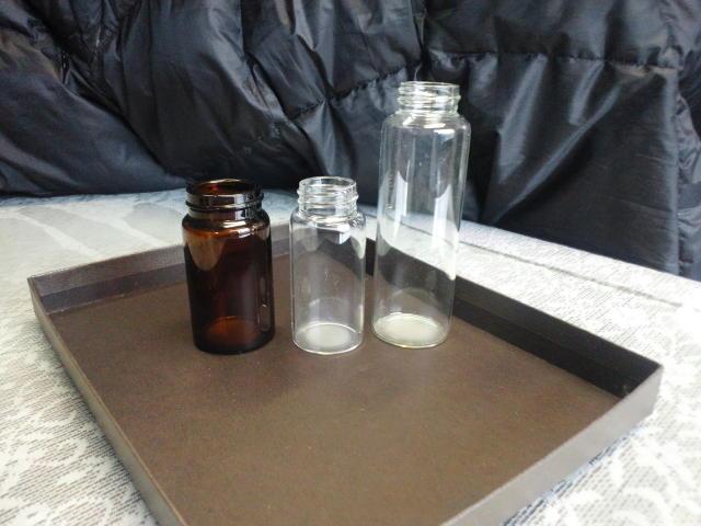 ガラスくずであるビンや瓶あと板ガラス、フロントガラスから研究で使用済みの試薬ビンと試薬瓶の処分は専門の処理場で8